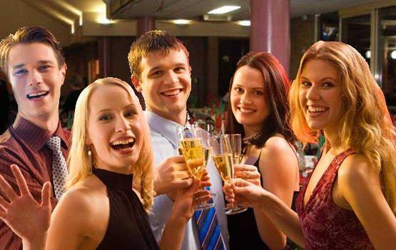 guest-celebrating-wedding-bar-555x400