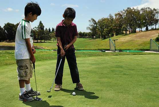 kids-playing-golf-1