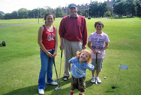 kids-playing-golf-2