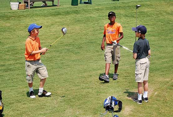 kids-playing-golf-3